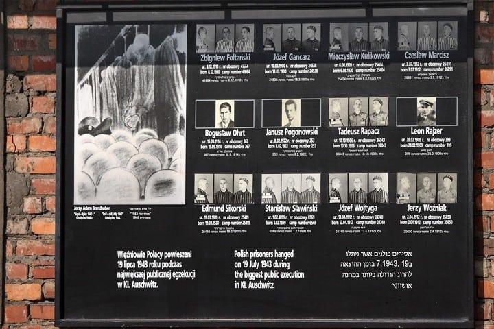Minnestavla i Auschwitz