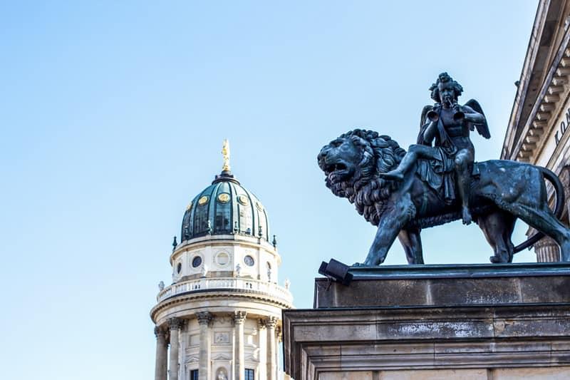 En staty du kan se när du åker på skolresa till Berlin